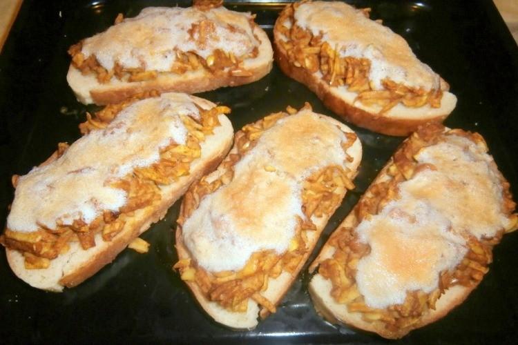 Горячие яблочные бутерброды с безе