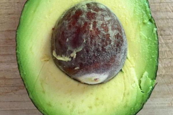 Авокадо: польза для здоровья и красоты от косточки продукта