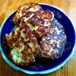 Рыбно-сырные оладьи: сочно и нежно