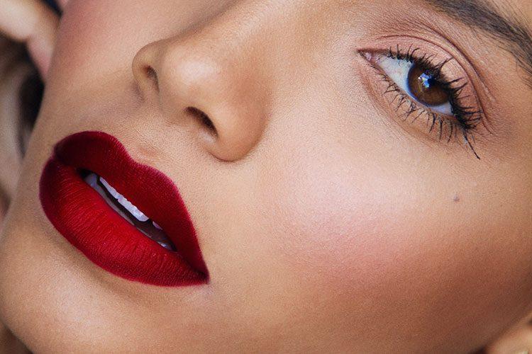 Лайфхаки для макияжа, которые помогут всегда выглядеть свежо
